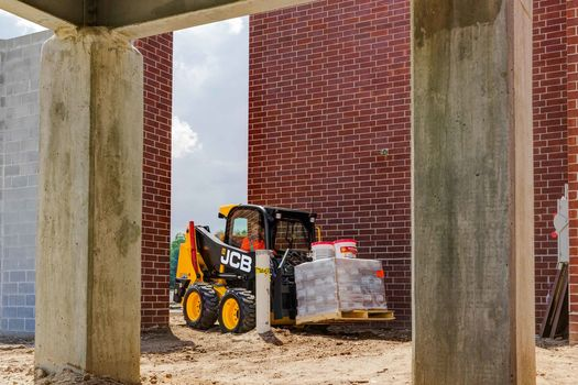 Machine - Best Skid Steer for Farm, Construction & Industrial Use