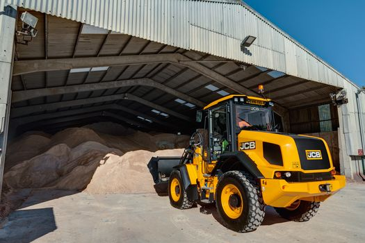 411 wheel loader, application