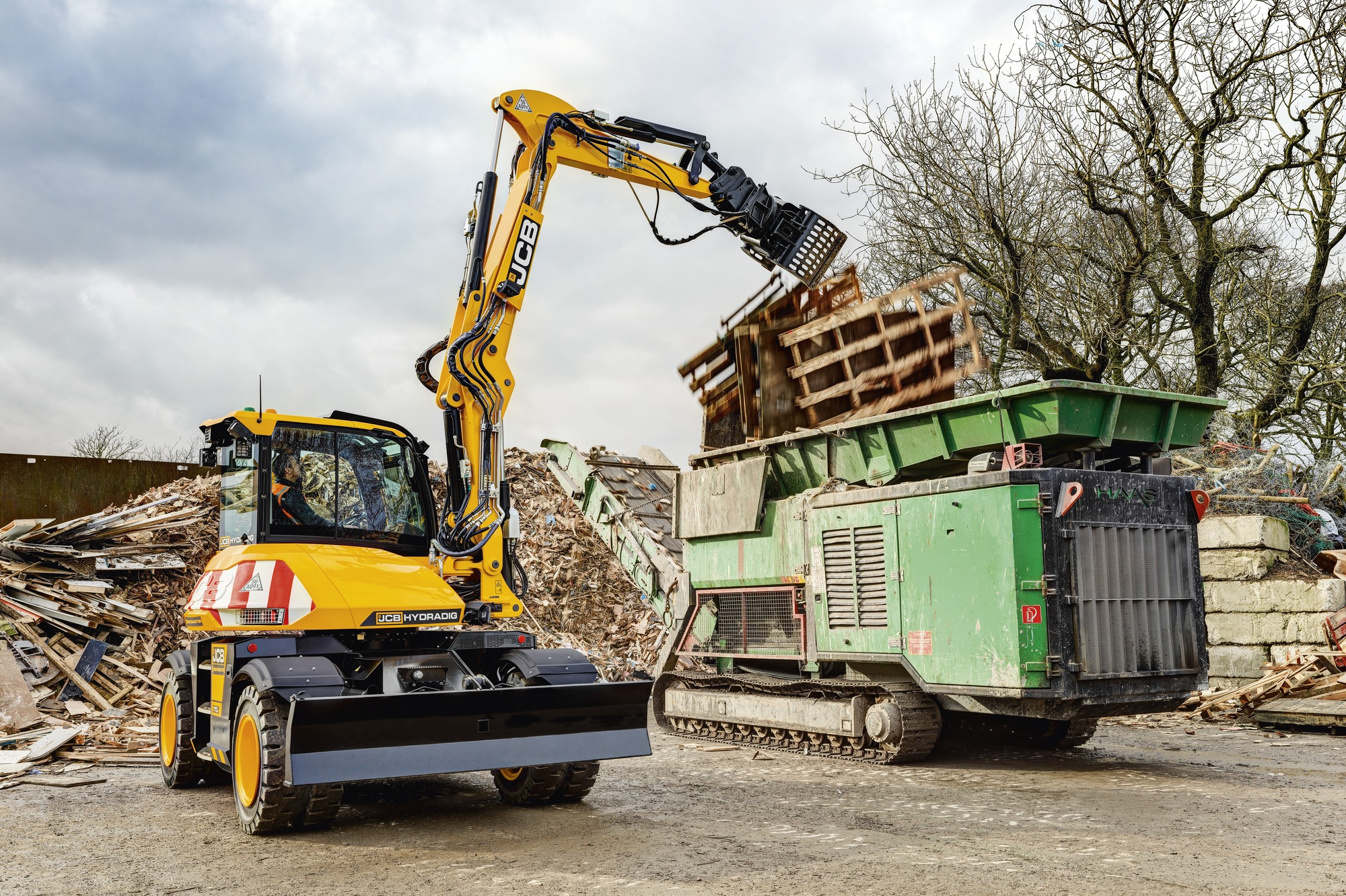 Hydradig, wheeled excavator, wastemaster, application, waste and recycling