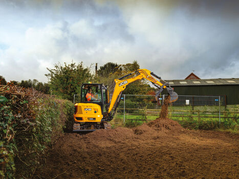 3.5T mini excavator zero tailswing application image